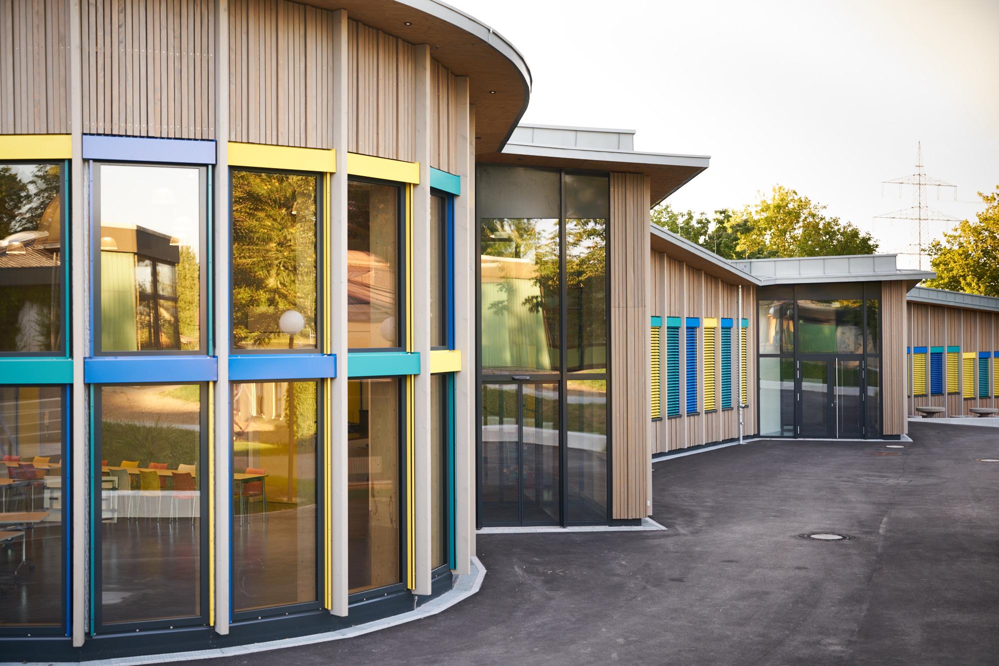 Architekturfoto der Grund und Hauptschule in Ludwigsburg Tamm